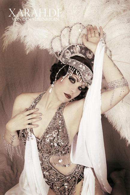 SilverStarlet Burlesqueshow