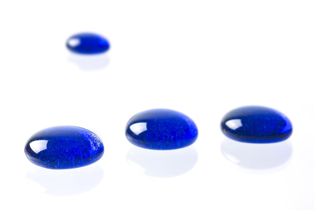 simple formation blauer glassteine 1 foto bild. Black Bedroom Furniture Sets. Home Design Ideas