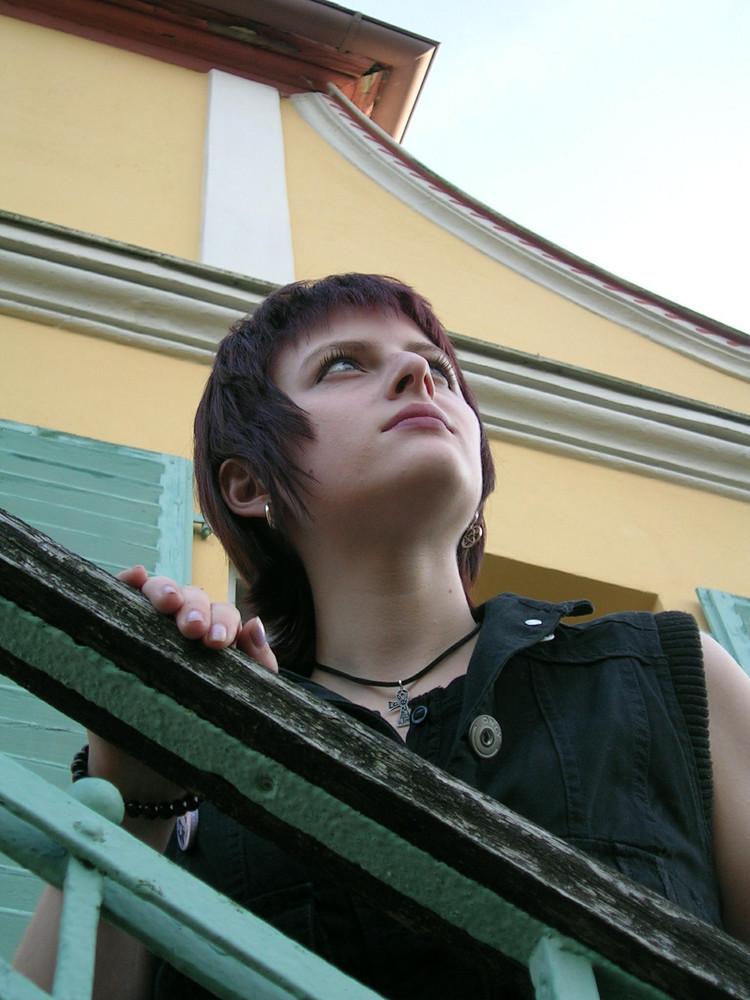 SinAndra auf Treppe