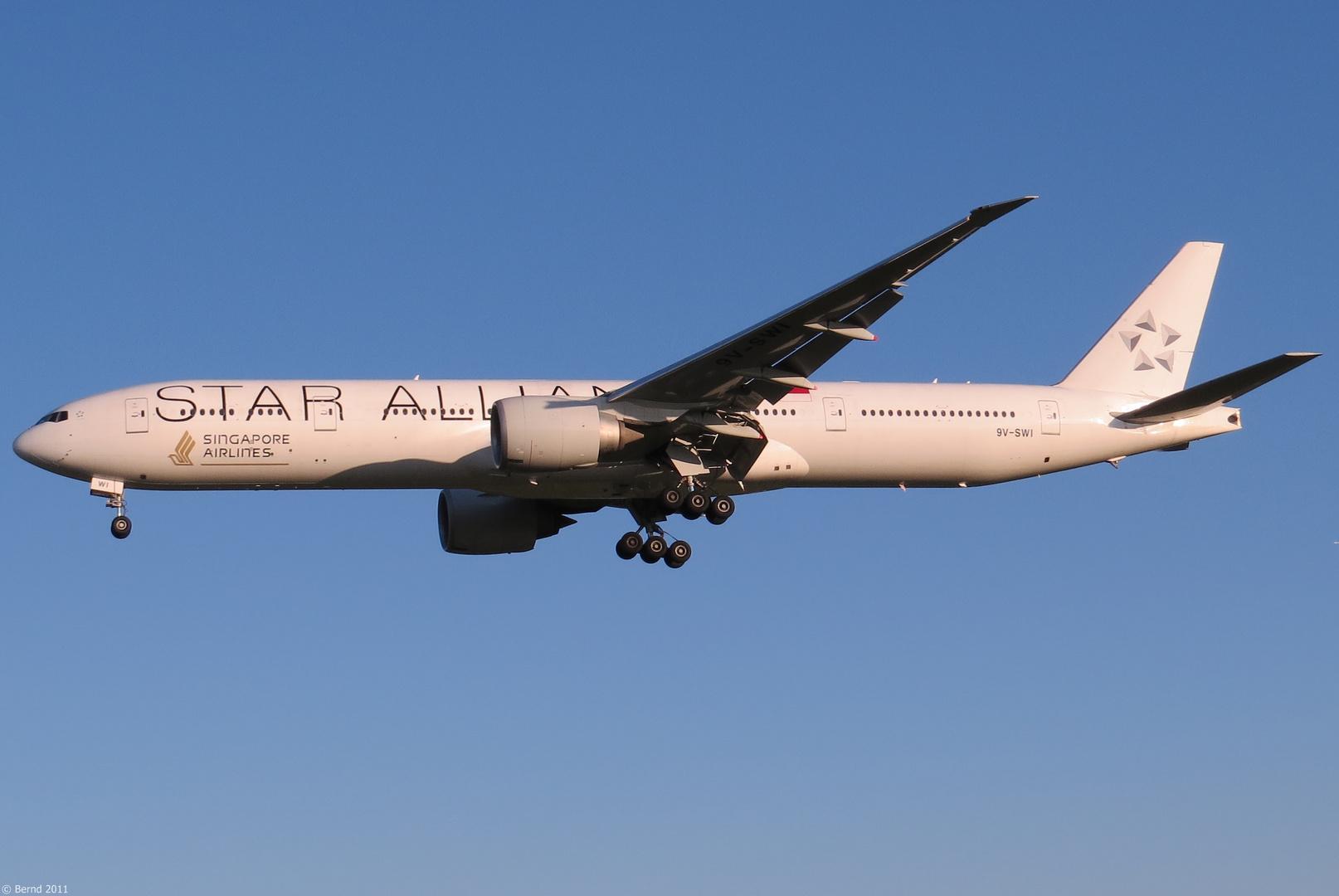 """Singapore Airlines - Boeing 777-312(ER), 9V-SWI """"Star Alliance"""""""