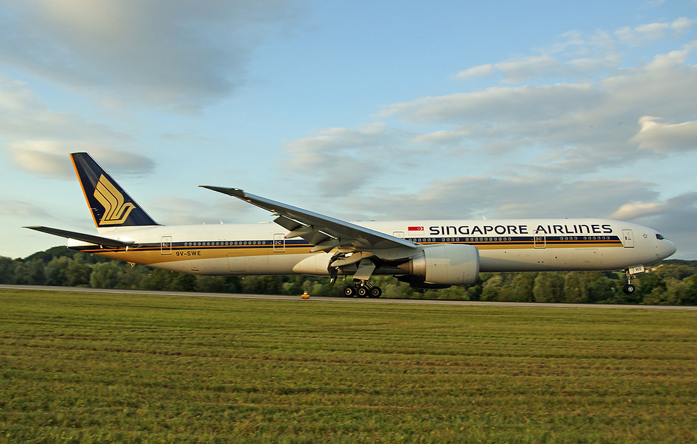 Singapore Airlines Boeing 777-312(ER)