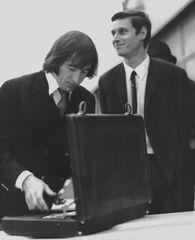 Sir John Young Stewart, genannt Jackie Stewart (links)