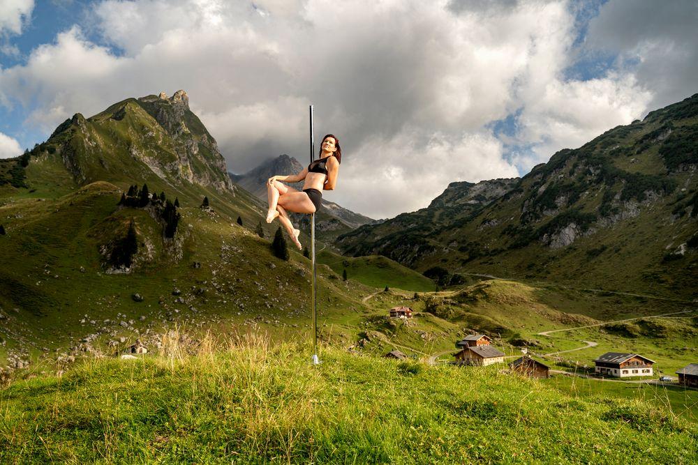 sit between mountain ...
