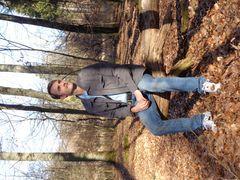 Sitzend im Wald