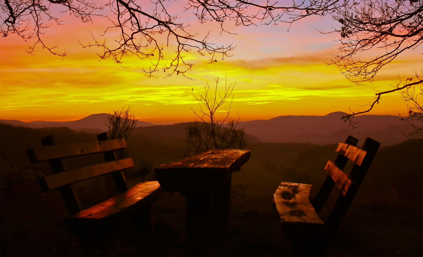 Sitzgruppe im Sonnenuntergang