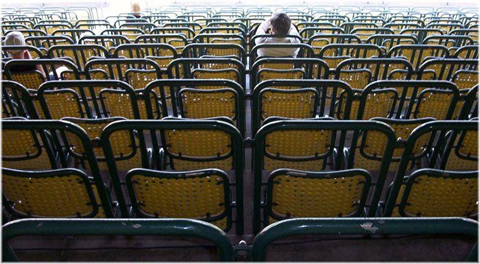 Sitzreihen im Münchner Dantestadion