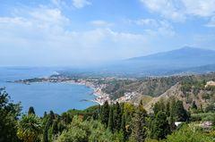 Sizilien - Nr. 28 - Blick vom Teatro Greco auf Taormina Giardini Naxos