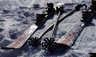 Skier im Schatten