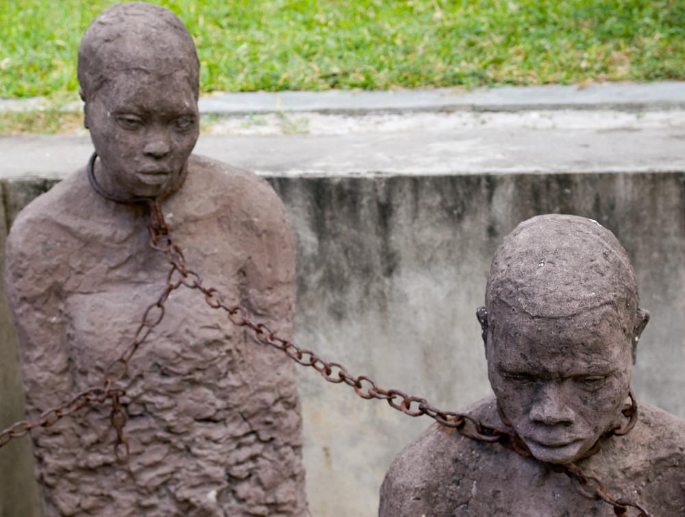 Sklaverei gestern und heute. - Jährlich am August wird an den Sklavenhandel und dessen Abschaffung erinnert. Offiziell ist die Sklaverei inzwischen in allen Ländern der Welt verboten/5(K).