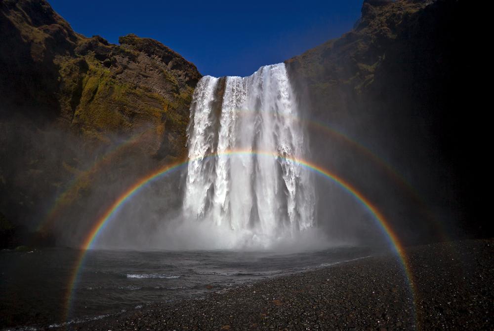 Skógafoss mit doppeltem Regenbogen