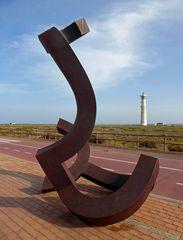 Skulptur an der Promenade  in Moro -