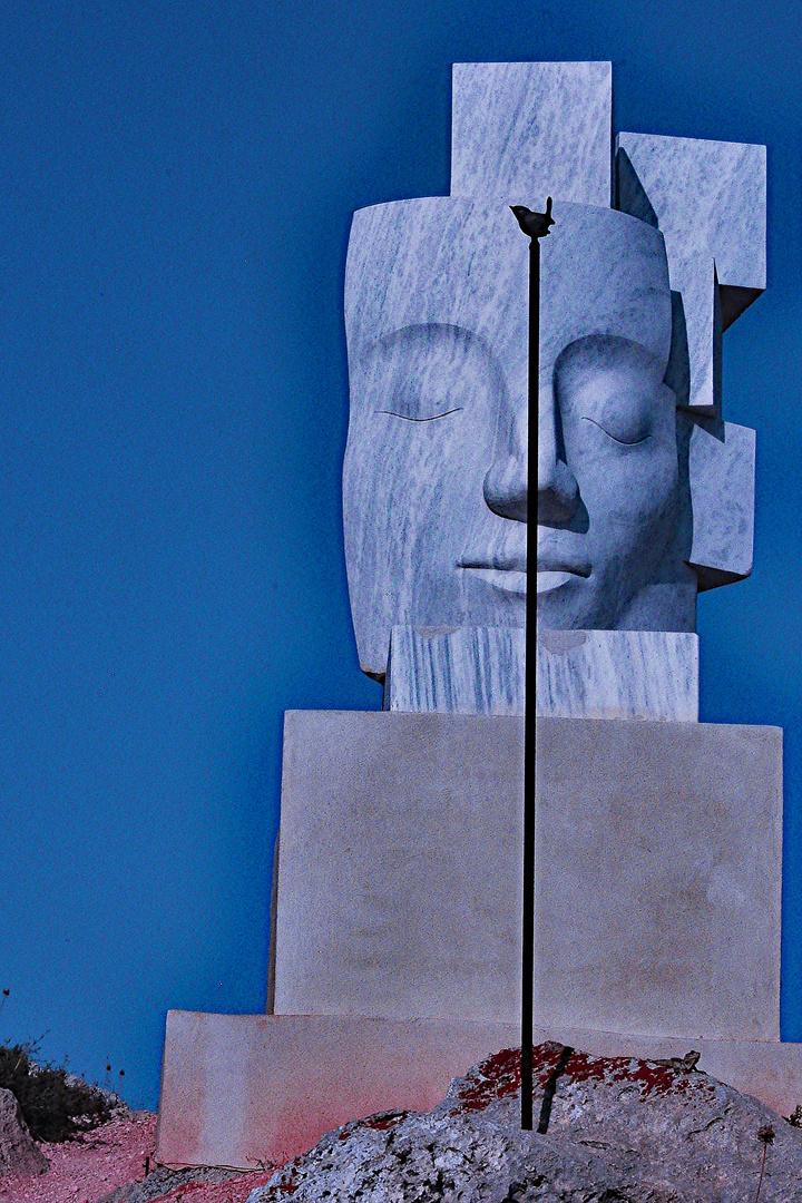 Skulptur mit Stab