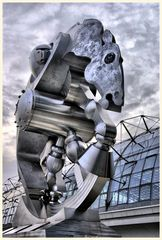 skulptur ' rolling horse' vor dem lehrter bahnhof (hauptbahnhof) 2