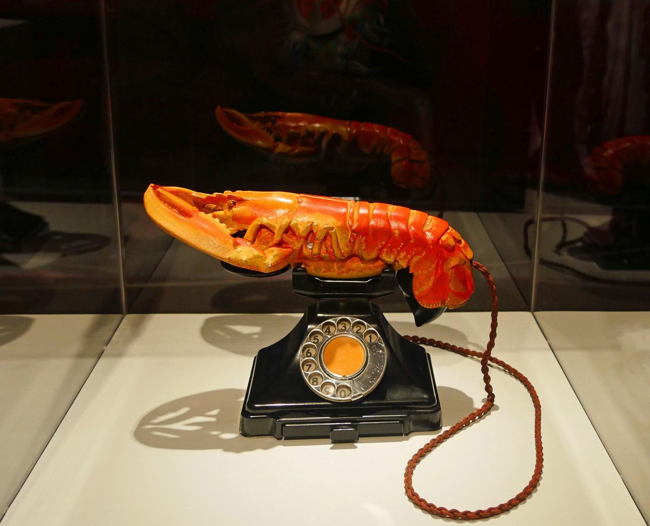 Skulptur von Dalí zu Besuch bei Hans Arp