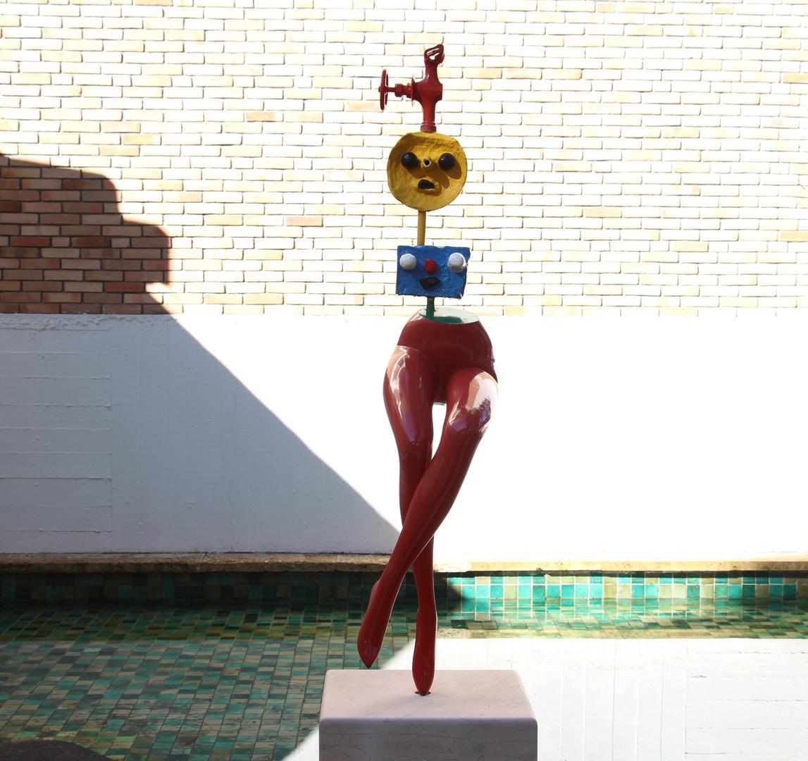 """Skulptur von Joan Miro """"Fliehendes Mädchen"""""""