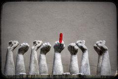 Skulptur von Pirmin Breu, Mehr Solidarität (Faust oder Stinkefingerhand)