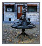 Skulptur vor dem Apothekenmuseum