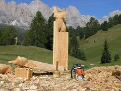 Skulpturen vor den Geisslerspitzen