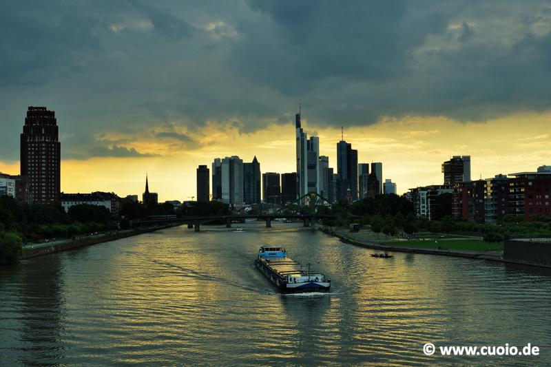 Skyline & Binnenschiff