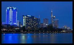 Skyline Frankfurt/M - Blaue Stunde