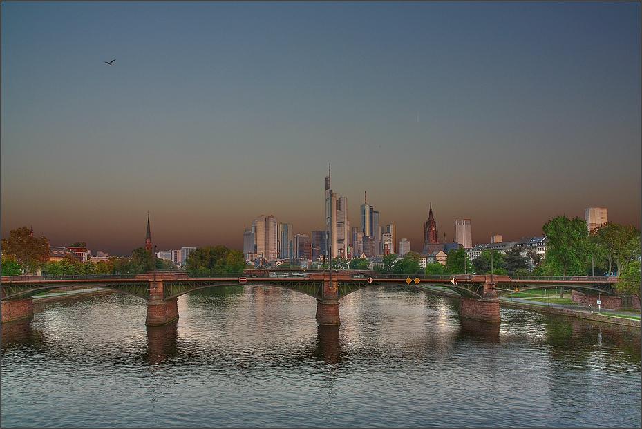 * Skyline im Morgenlicht **