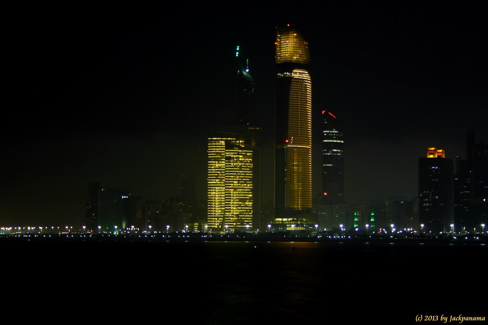 Skyline von Abu Dhabi bei Nacht (1)