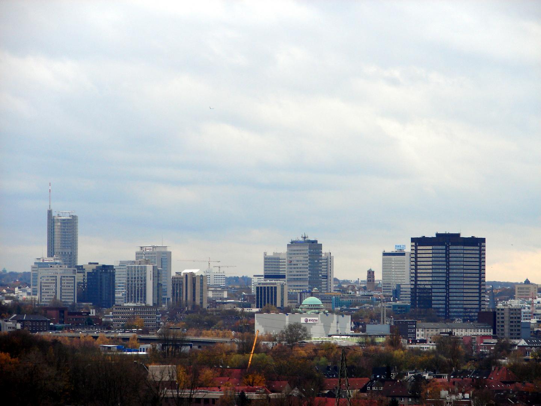 skyline von essen foto bild deutschland europe nordrhein westfalen bilder auf. Black Bedroom Furniture Sets. Home Design Ideas