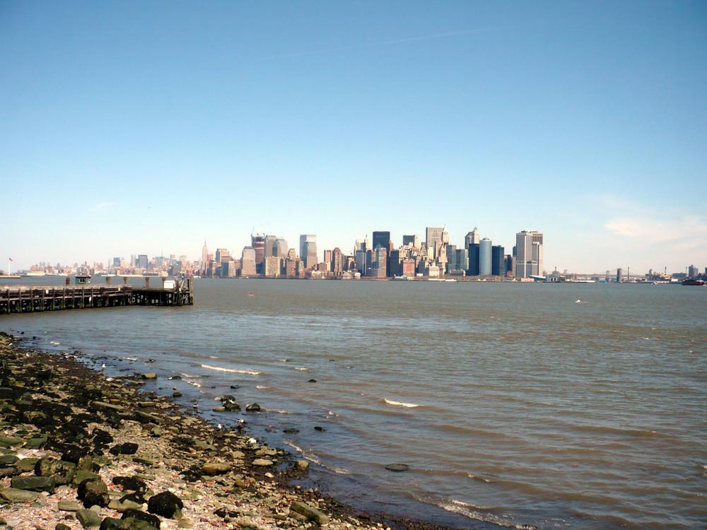 Skyline von Manhatten aus der Sicht von Liberty Island