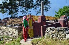 Small Talk in einem Dorf beim Aufstieg nach Sarangkot