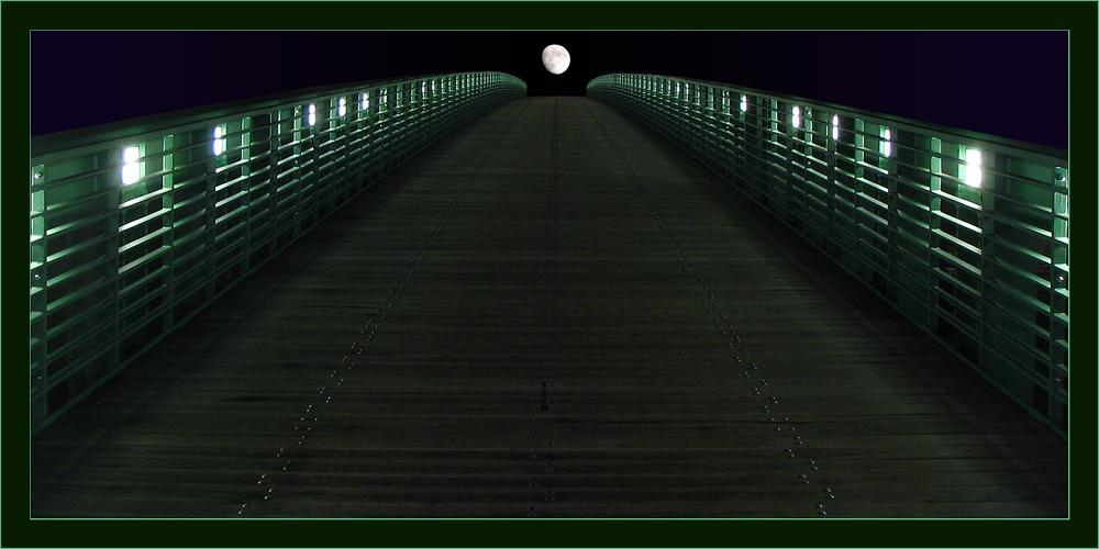 Smaragd Bridge in the Moonlight...