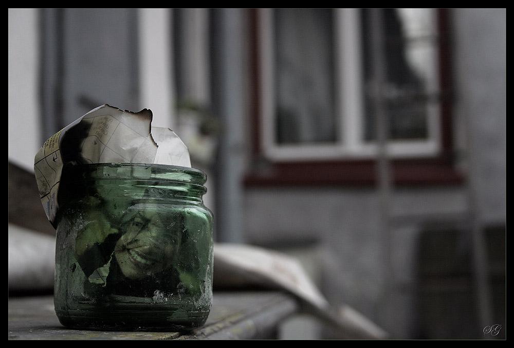 Smile to jar