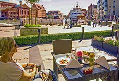 Snack auf der Terasse des Hilton an der Mottlau in Gdansk.