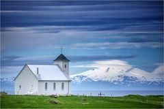 Snæfellsjökull und die Kirche von Flatey....
