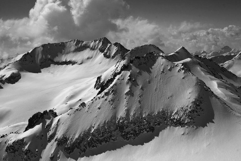 Snowboardspuren in der Nordflanke des Rothorns