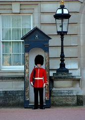 So, in London sind die Wachen alle aufgestellt. ...