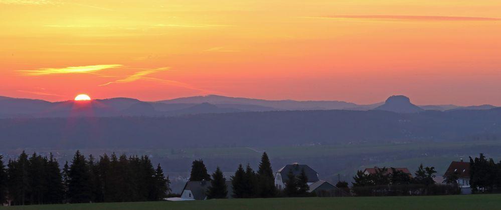 So ist die Sonne gestern morgen über der Sächsischen Schweiz aufgegangen