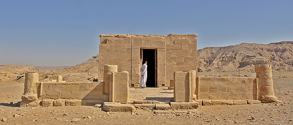 so sieht übrigens der tempel von außen aus