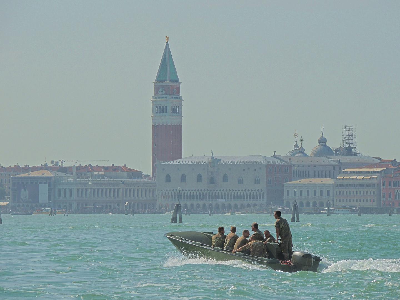 Soldatenboot in Venedig