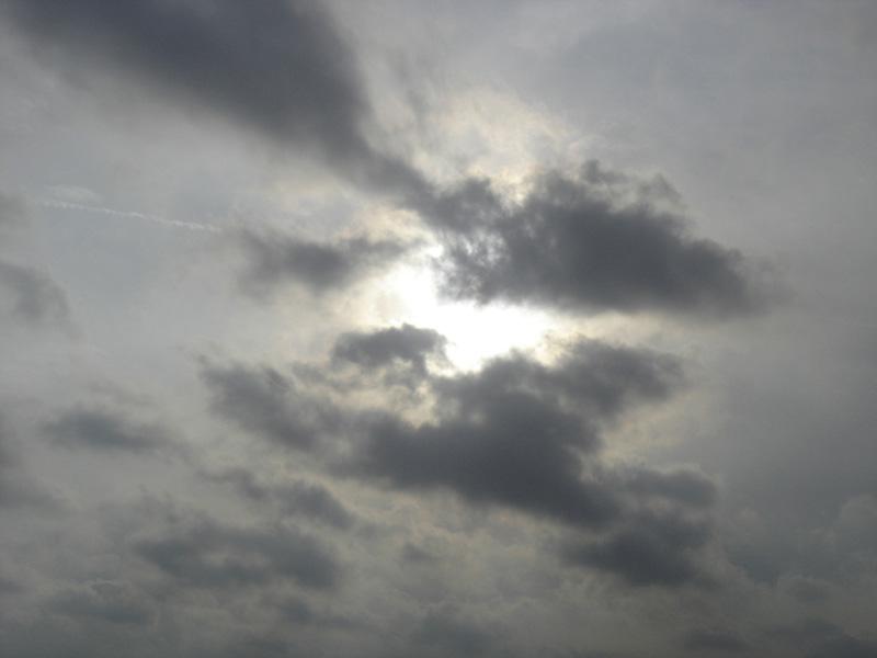 Sole, prigioniero di nuvole