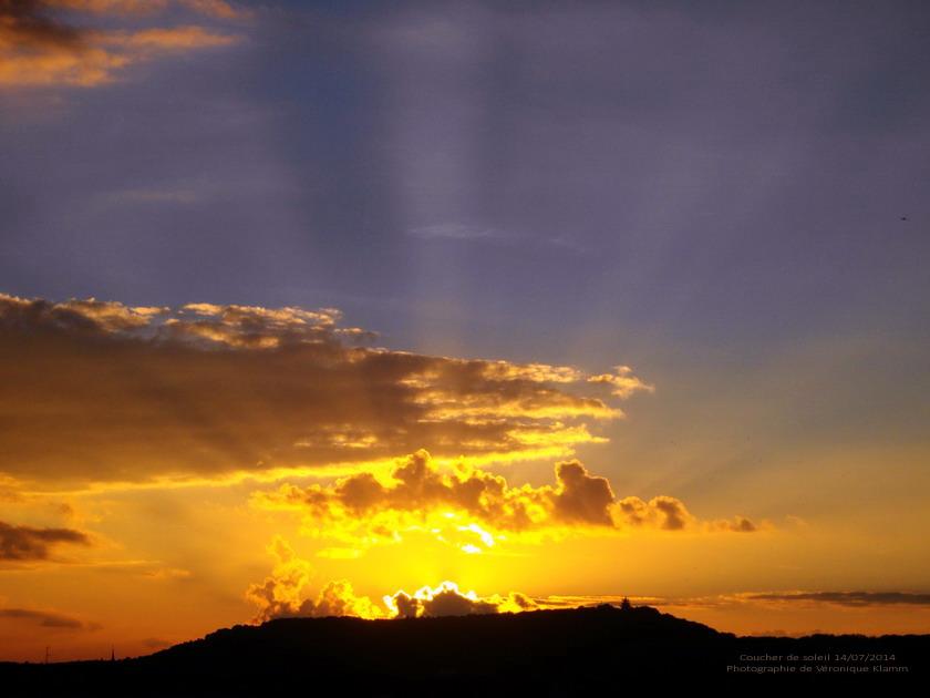 Soleil couchant sur le mont Sant-Quentin