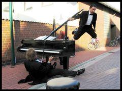 Solist in Klavierbegleitung oder: Gesang und Klavier halten sich die Waage