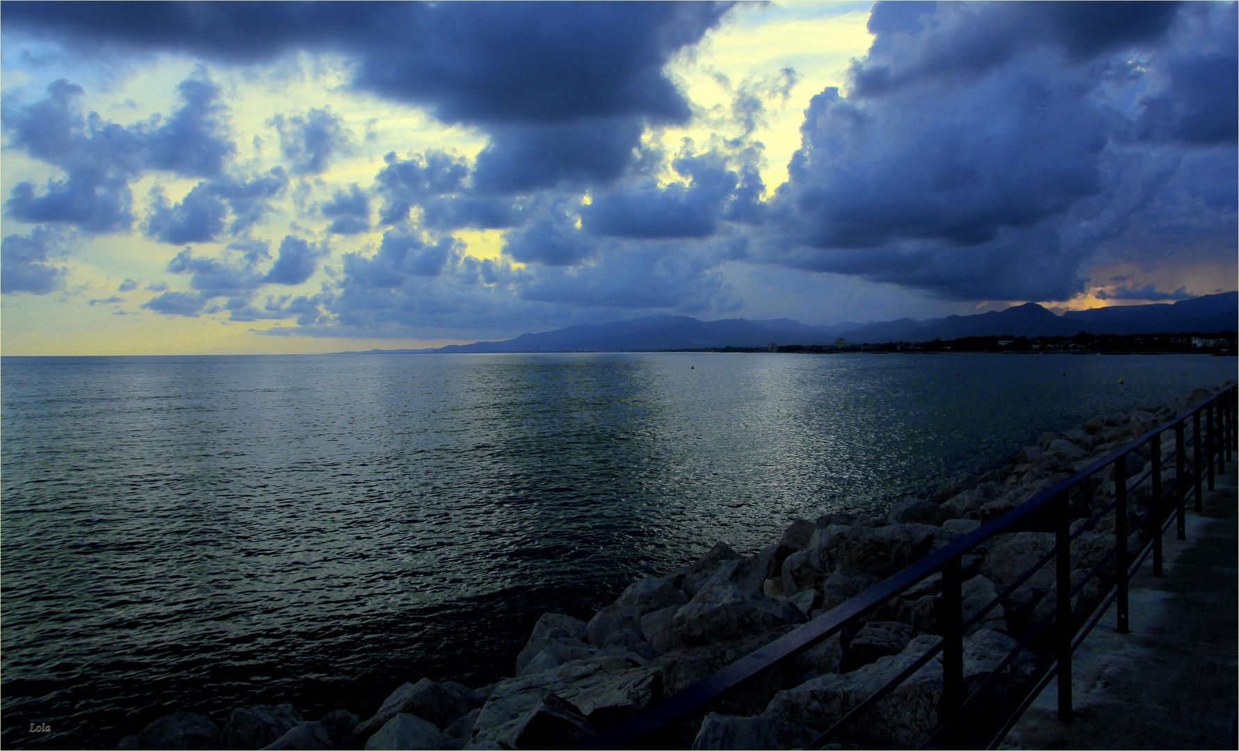 ...solo mar y...nubes...