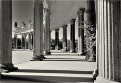 ... Sommer, Sonne und Säulen ...