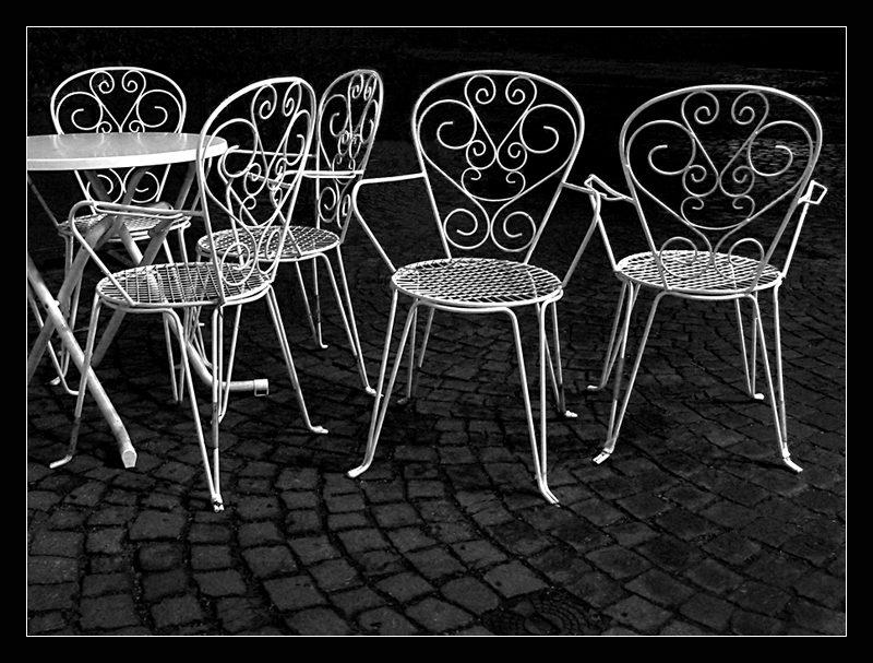 Sommerliche Stühle im Winter