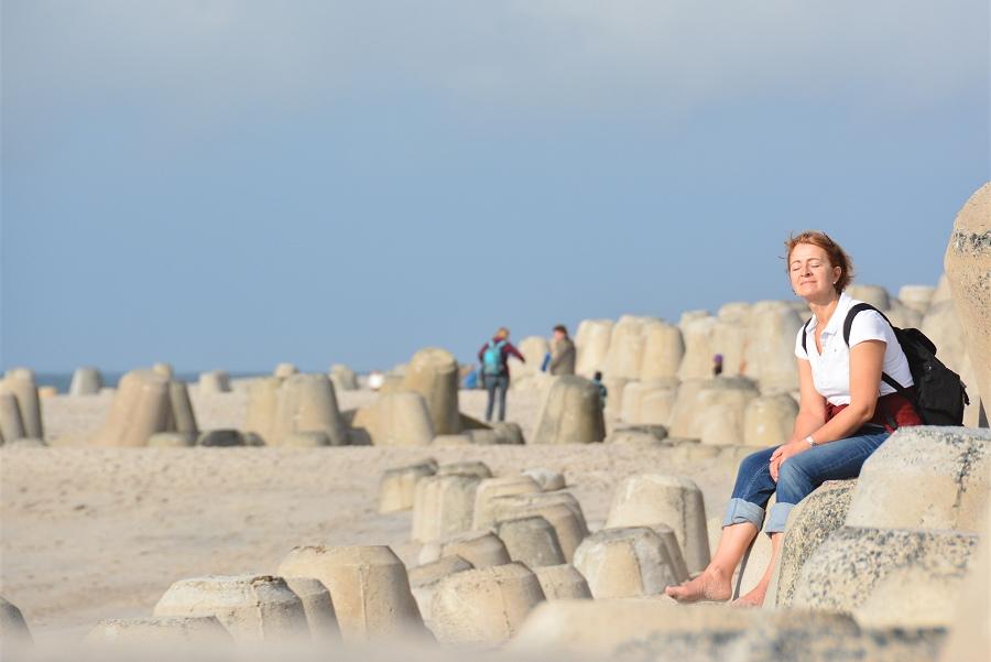 Sonne genießen auf den Tetrapoden auf Sylt am Meer bei Hörnum