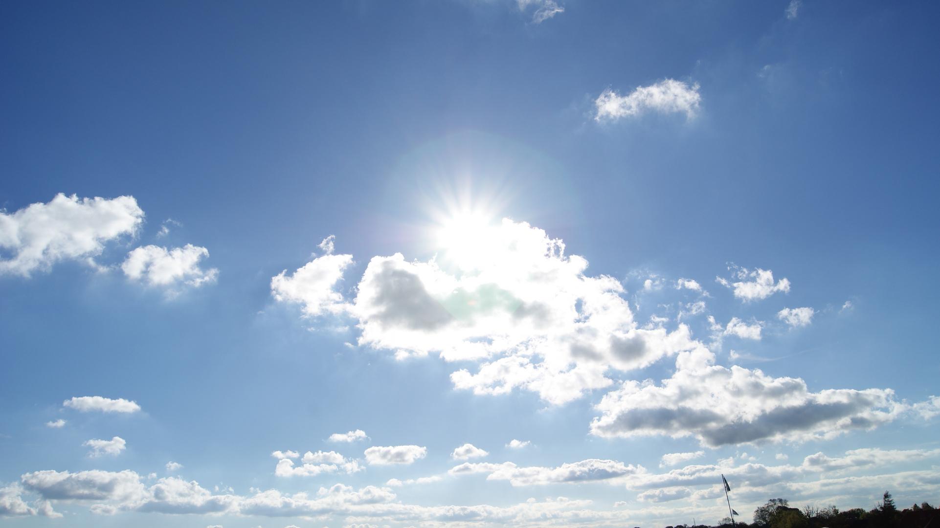 Sonne guckt hervor