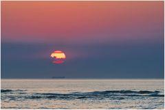 Sonne mit Schiff