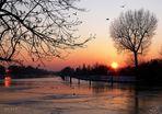 Sonne über Eis-Kanal