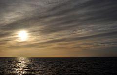 Sonne und ruhige See auf dem Magellankanal