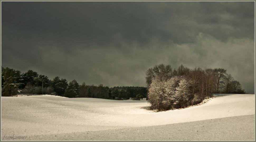 Sonne und Schneewolken